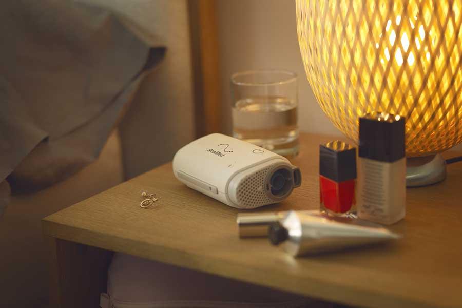 airmini-CPAP-maskin-reise-bedside